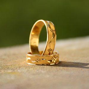 Alianzas de boda en oro